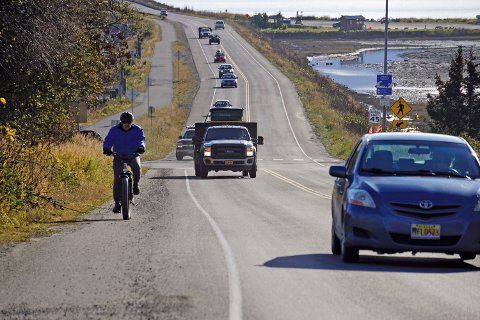 Tsunamivarselet gjaldt for store deler av Alaskas sørkyst, blant annet i Homer, der folk forlot lavereliggende områder av byen. Foto: Michael Armstrong / Homer News via AP / NTB