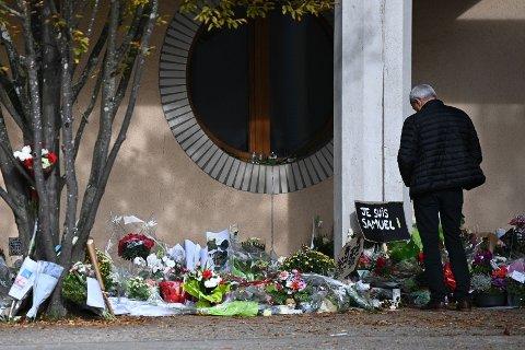 TERROR: Den franske læreren Samuel Paty ble halshugget etter å ha vist en karikaturtegning av Mohammed til elevene. Drapet utløste protestdemonstrasjoner fra mange titusener som kjemper for ytringsfrihet i Frankrike.