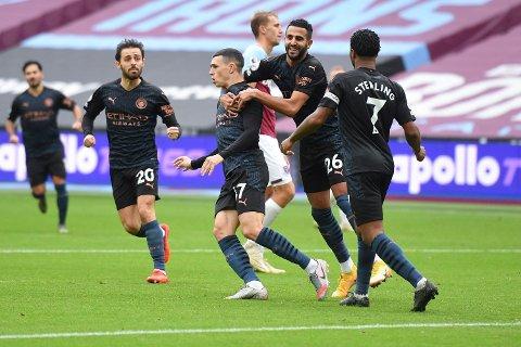 RASKT BIDRAG: Phil Foden (midten) brukte få minutter på å gjøre det ingen av de andre Manchester City-stjernene greide mot West Ham. Nemlig å score mål.