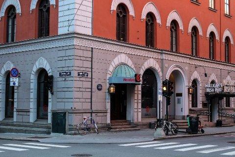 Frem til sommeren ble Hereford Restaurant, på hjørnet i Grensen/Rosenkrantz' Gate, drevet av Restaurant Hereford AS. Nå er selskapet konkurs, og restauranten har fått nye eiere. Foto: Tiril Vik Nordeide (Avisa Oslo)