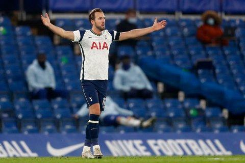 Tottenhams Harry Kane mener engelske fotballspillere må fortsette kampen mot rasisme ved å knele før kamp. Foto: AP / NTB.