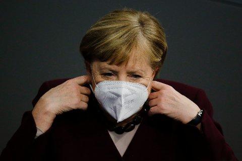 HVEM SKAL VAKSINERS FØRST: Angela Merkel har planene klare for hvem som skal prioriteres ved vaksinering i Tyskland. Foreløpig viser målinger at tyskerne stoler på Angela Merkel, og at hun er mer populær enn noen gang i løpet av sine 16 år som regjeringssjef.
