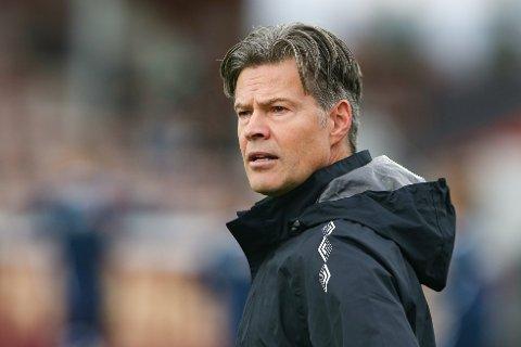 OBOS ELLER ELITESERIEN? Det er spørsmålet Mjøndalen-trener Vegard Hansen stiller seg før tirsdagens serieavslutning.