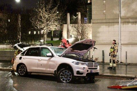 TOTALVRAK: Bilen havnet på taket og ble hentet av en bilberger.