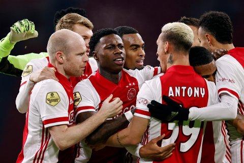 BEHOLDT FØRINGEN: Ajax var ille ute i søndagens toroppgjør hjemme mot PSV, men målet til Antony, assistert av nyinnkjøpte Sébastien Haller, ordnet poengdeling.