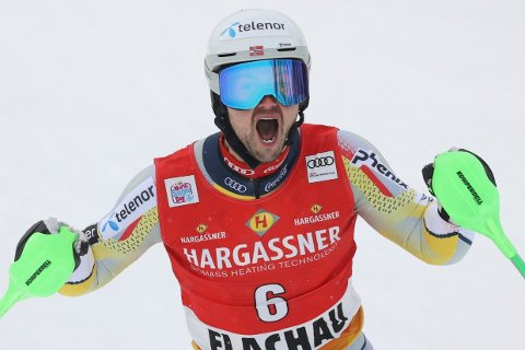 Sebastian Foss Solevåg kjørte inn til karrierens første verdenscupseier i slalåmrennet i Flachau forrige søndag. I kveld er Sebastian blant favorittene i østerrikske Schladming.