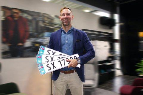 Erik Evensen Semb, salgssjef MINI hos Jæger Sentrum i Bergen melder om en helt annen holdning i Bergen til de nye SX-skiltene, fremfor de gamle SV-skiltene.