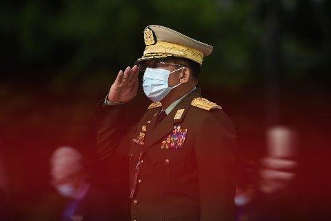 Femstjerners-generalen Min Aung Hlaing hadde en viktig posisjon i Myanmars første «sivile» regjering etter militærjuntaens oppløsning i 2011. Nå leder han den nye militærjuntaen i landet etter militærkuppet 1. februar.