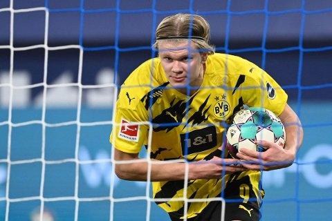 MÅL I SIKTE: Erling Braut Haaland, her etter å ha satt inn 4-0 i rivaloppgjøret borte mot Schalke 04 i Gelsenkirchen lørdag kveld.