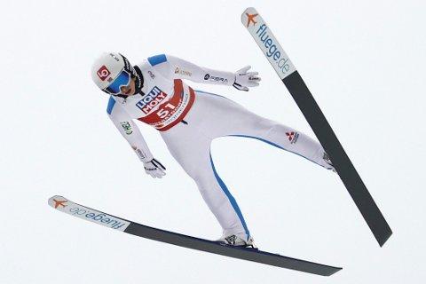 JAKTER MEDALJE: Halvor Egner Granerud og de norske hopperne jakter medalje i blandet lagkonkurranse.
