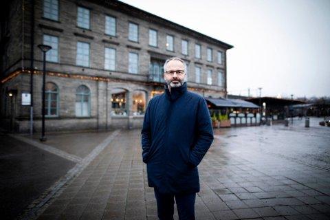 VIL STENGE NED: Lillestrøm kommune vil foreslå å stenge butikker, serveringssteder og treningssentre fra onsdag. På bildet, Lillestrøm-ordfører Jørgen Vik.