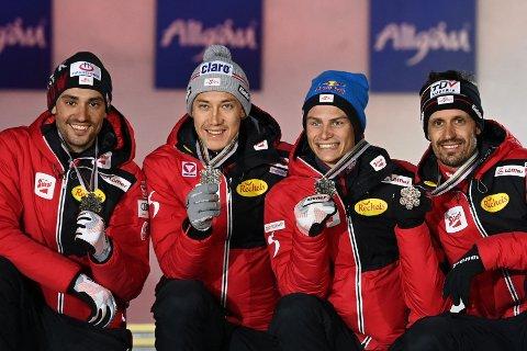 BRONSELAG: Lukas Klapfer (t.h) sammen med sine lagkamerater Lukas Greiderer, Mario Seidl og Johannes Lamparter.