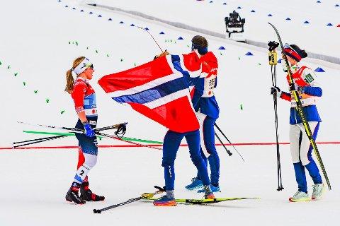 SEIER: Norsk jubel etter seier på langrenn 4x5 km. stafett kvinner