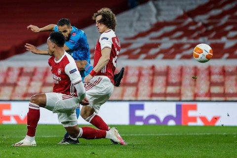 Youssef El Arabi scorer Olympiakos' vinnermål mot Arsenal, men London-klubben gikk likevel videre i europaligaen. Foto: Matt Dunham, AP / NTB