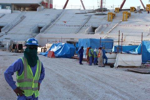 Amnesty er ikke fornøyd med jobben Fifa har gjort for blant annet fremmedarbeiderne i Qatar. Her fra bygging av Khalifa stadion i Doha i 2016. Foto: Magnus Aabech / NTB