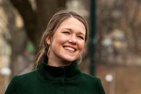 BARNSLIGE: Une Bastholm (MDG) mener de voksne opptrer som barn i klimadebatten.
