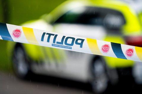 KNIVSTIKKING: Politiet fikk litt etter klokka 04.00 en melding om knivstikking på en privatadresse i Kløfta. Dette er et illustrasjonsbilde.
