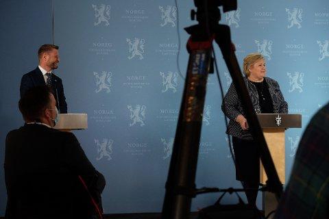 GRADVIS GJENÅPNING: Helseminister Bent Høie og statsminister Erna Solberg på pressekonferanse om gjenåpningsplanen onsdag.