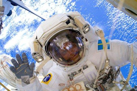 Svenske Christer Fuglesang på romvandring på romstasjonen i 2009.