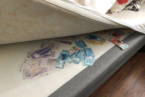 En mann i 30-årene oppbevarte 390.000 kroner under en madrass. PST mener pengene har gått til å finansiere terrororganisasjonen Islamsk stat og/eller personer tilknyttet denne. Nettavisen har fått bildet av påtalemyndigheten og forsvarer for mannen har samtykket til utleveringen.