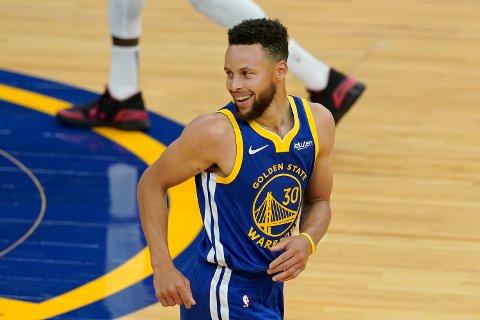 Golden State Warriors' Stephen Curry i nattens kamp mot Denver Nuggets. Foto: Jeff Chiu / AP / NTB.