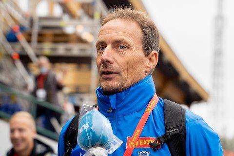 Toppidrettssjef i Norges Friidrettsforbund, Erlend Slokvik under NM i friidrett på Fana stadion sist år. Foto: Fredrik Hagen / NTB.