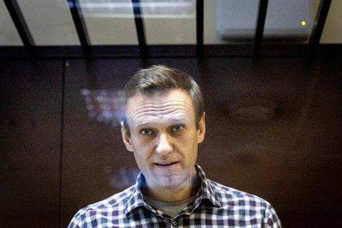 SULTESTREIK: Navalnyj har sultestreiket siden 31. mars, med krav om bedre helsebehandling for ryggsmerter og nummenhet i beina og hendene. Her avbildet i retten ved en tidligere anledning.
