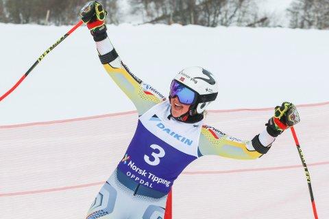 Thea Louise Stjernesund jubler etter storslalåm for kvinner under NM i alpint. Foto: Oppdal Alpin/Norges Skiforbund / NTB