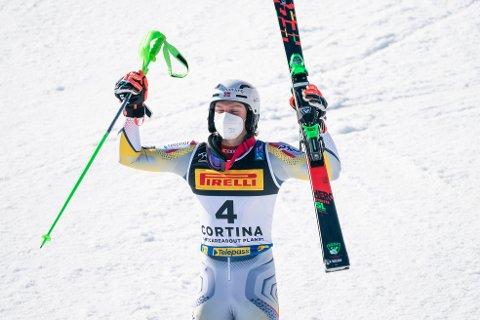 Henrik Kristoffersen, her jublende under slalåmrennet i OL i Cortina d'Ampezzo, har fått ny trener. Foto: Torstein Bøe / NTB