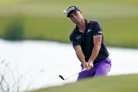 Viktor Hovland klatret på listene i løpet av 3. runde i PGA-turneringen i Palm Harbor. Foto: Gerald Herbert, AP / NTB