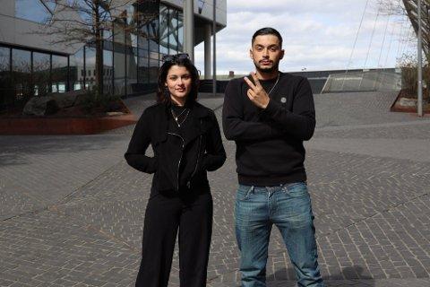 """HOVEDROLLER: Inas Alshmierty og Serhat Yildrim spiller hovedrollene i NRK- serien """"19""""."""