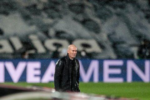 Real Madrid og trener Zinédine Zidane har skadebekymringer. Foto: Bernat Armangue / AP / NTB