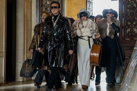 Halston og hans entourage.