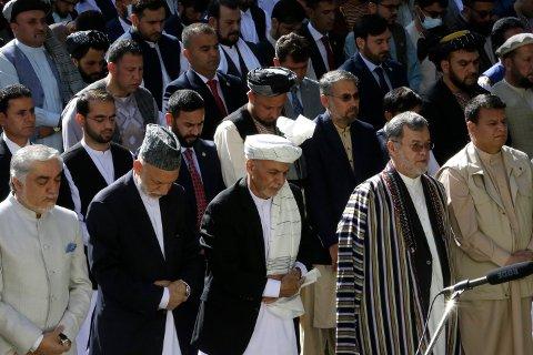 Afghanistans president Ashraf Ghani deltok torsdag i feiring av høytiden id al-fitr i presidentpalasset i Kabul. Foto: Rahmat Gul / AP / NTB