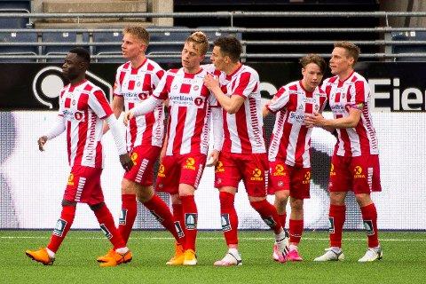 Tromsø jubler etter vinnermålet mot Viking i Eliteserien. Foto: Carina Johansen / NTB