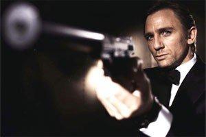 BLIR EN DEL AV AMAZON: James Bond havner nå hos Amazon og Jeff Bezos.