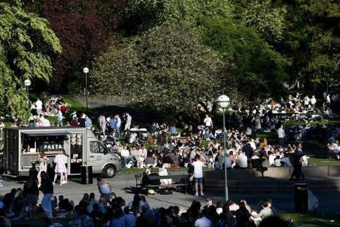 Enorme folkemengder var samlet i parken.