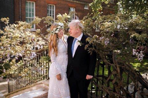 Boris Johnson og Carrie Symonds giftet seg lørdag.
