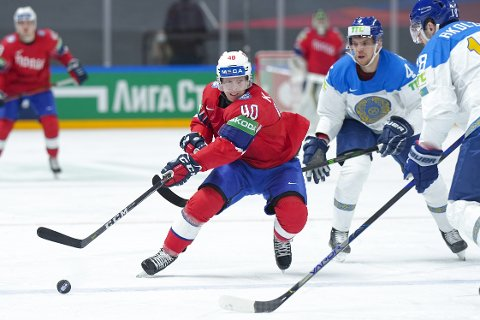 Ken André Olimb i aksjon mot Kasakhstan som ble slått 3-1 i VM mandag. Foto: Fredrik Hagen, Norges Ishockeyforbund / NTB