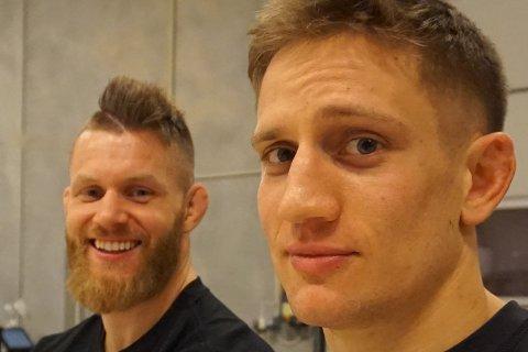 SKADD: Geir Kåre Nyland (t.h.) skadet seg stygt da han stupte ved Tomtekaia i helgen. Nå har Emil Meek (t.v.) startet innsamlingsaksjon for å hjelpe kompisen.
