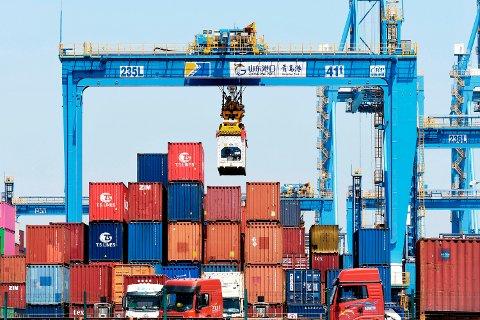USAs handelsunderskudd med både Kina (bildet) og resten av verden ble mindre i april enn i mars. Illustrasjonsfoto: Chinatopix / AP / NTB