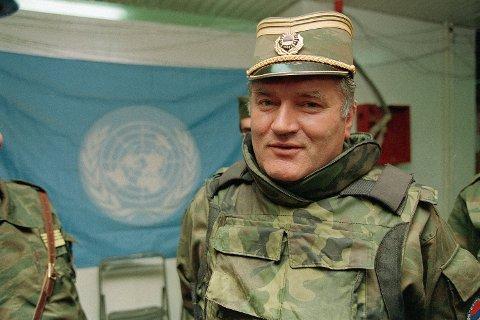 Ratko Mladic under krigen i Bosnia i 1993. Tirsdag opprettholdt Det internasjonale krigsforbrytertribunalet livsdommen mot ham. Arkivfoto: Jerome Delay, AP / NTB