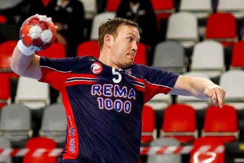Sander Sagosen var toppscorer for Kiel i borteseieren mot Minden lørdag. Foto: Toms Kalnins / NTB