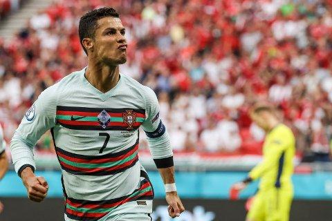 Cristiano Ronaldo jubler for scoring i Budapest. Foto: Bernadett Szabo / AP / NTB