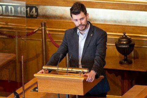 Partileder i Rødt, Bjørnar Moxnes, på talerstolen i Stortinget.