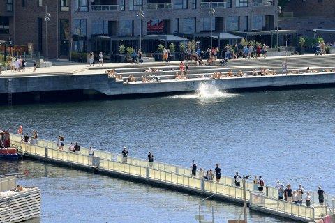 YRENDE BADELIV: De siste dagene har sommervarmen kommet tilbake til hovedstaden, og mange har hoppet i sjøen.