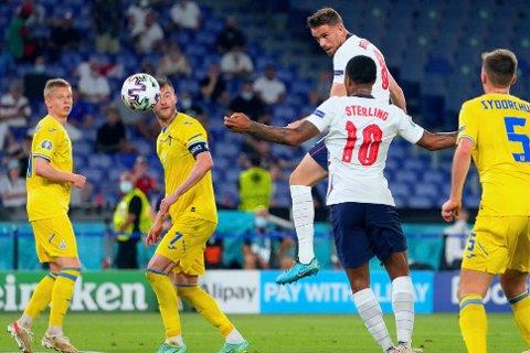 SJELDENT SKUE: Jordan Henderson satte kronen på verket med sitt første England-mål da fotballnasjonen lekte seg videre mot Ukraina.