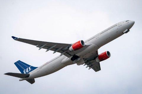 DRAR OPP PRISENE: Prisene på flyreiser steg med over 13 prosent i juni.
