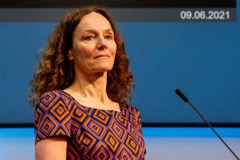 TIL HELE LANDET: Direktør Camilla Stoltenberg i Folkehelseinstituttet sier at så mange som mulig over hele landet nå skal få første vaksinedose.