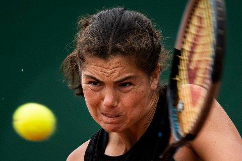 Ulrikke Eikeri har tatt seg helt til WTA-finalen i doubleturneringen i Sveits. Foto: Jean-Christophe Bott / Keystone / AP / NTB